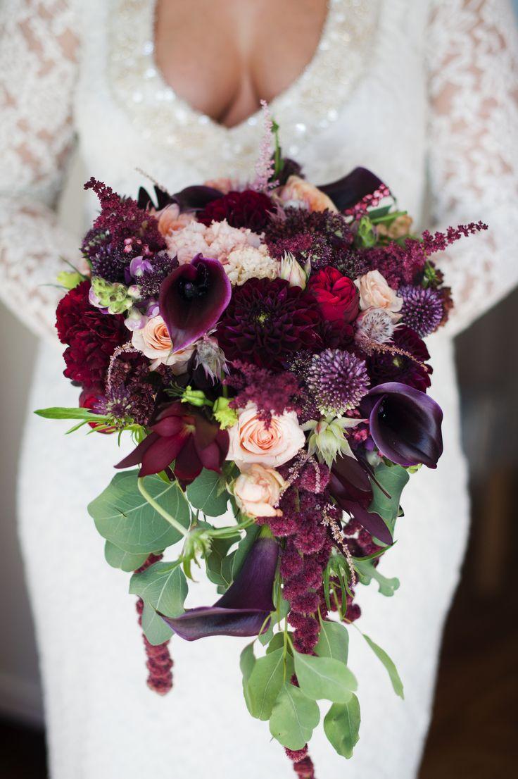 INNA Studio_ marsala bridal bouquet / bukiet ślubny / ciemny marsala / lekki zwis / fot. Blackgalaxy Photography