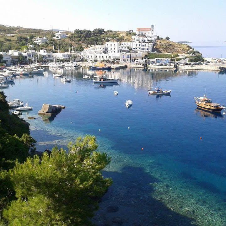 Small port...deep breath #nofilter #skyros #island #greece #roomstolet #travel #summer #easter #sea #smallport #sailing #aegeansea #sporades #linaria #kavos