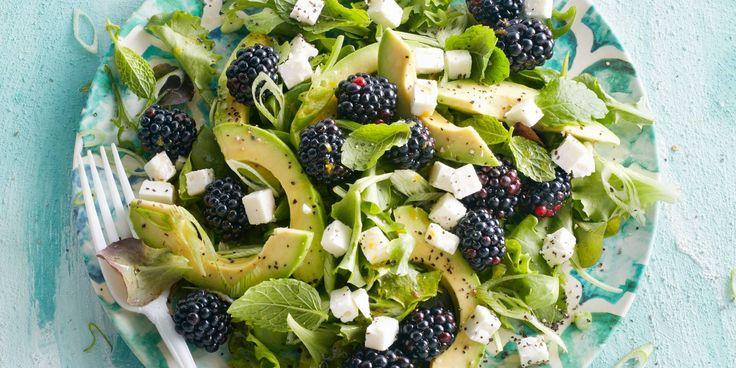 Boodschappen - Groene salade met bramen, avocado en rodevruchtendressing