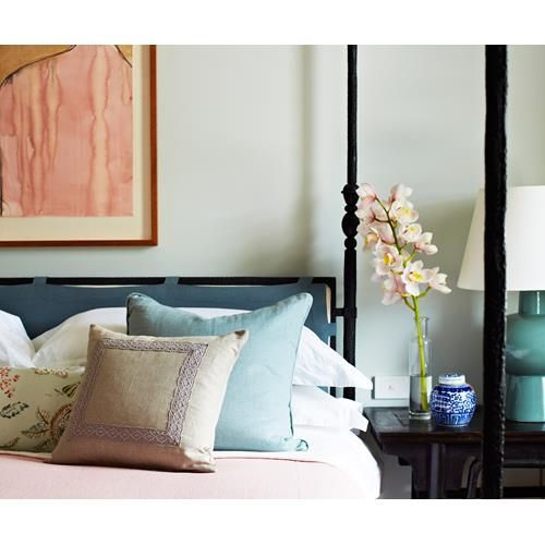 Find out how to design a stylish yet functional guest bedroom at home.