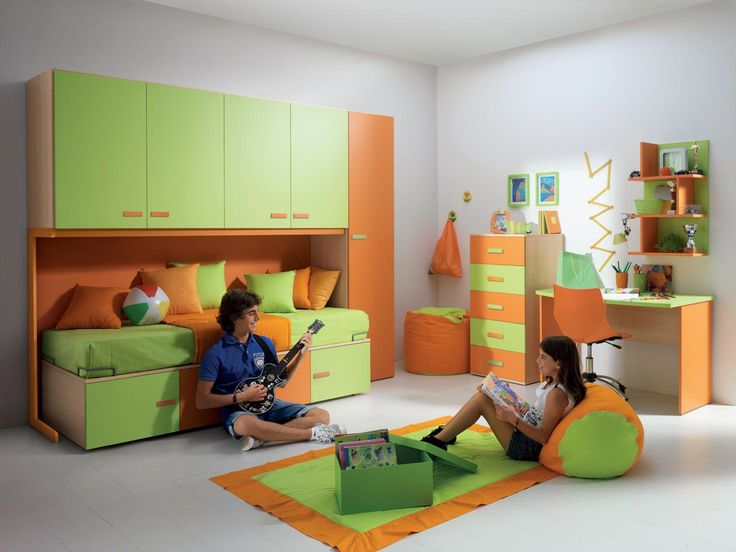 Suoni e colori. La #cameretta per ragazzi Girotondo Dario è pensata per portare creatività, comfort e fantasia anche negli spazi più ridotti. I suoi hashtag di riferimento sono #Musica #Sogni #Verde #Arancione   http://www.camerettegirotondo.it/camerette/#202-dario