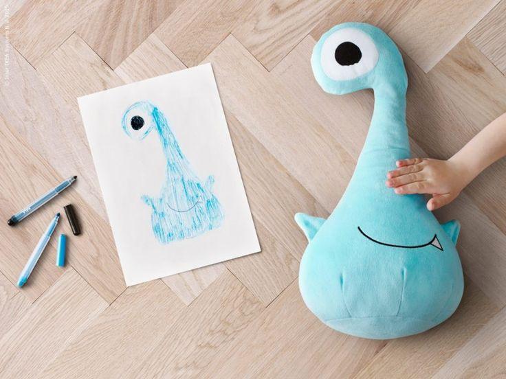 SAGOSKATT är mjukdjur som har designats av barn för barn. SAGOSKATT mjukleksak monster, blå.