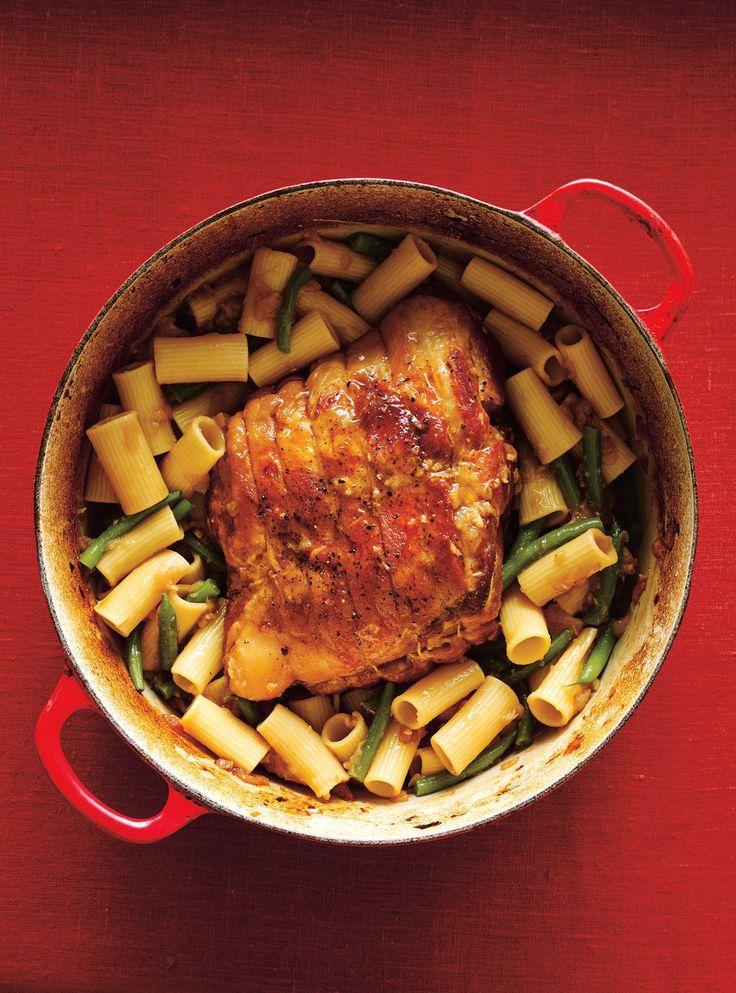 Recette de Ricardo de porc braisé et rigatonis à l'oignon