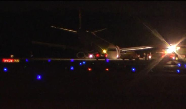 US Airways flight makes emergency landing in Houston – NY Daily News #emergency #landing, #houston #airport, #nose #gear, #philadelphia http://fiji.remmont.com/us-airways-flight-makes-emergency-landing-in-houston-ny-daily-news-emergency-landing-houston-airport-nose-gear-philadelphia/  # US Airways flight makes emergency landing at Houston airport after nose gear fails NEW YORK DAILY NEWS Tuesday, February 10, 2015, 9:03 AM A person was injured after a US Airways flight was forced to make an…