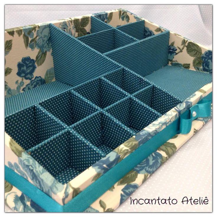 Caixa de Maquiagem feita pela Incantato Ateliê com a coleção 011 - Floral da Fabricart Tecidos.