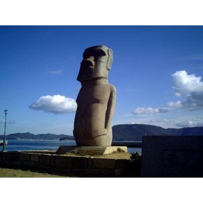 『港にそびえるモアイ像』by U-LNさん - モアイ像のクチコミ - フォートラベル