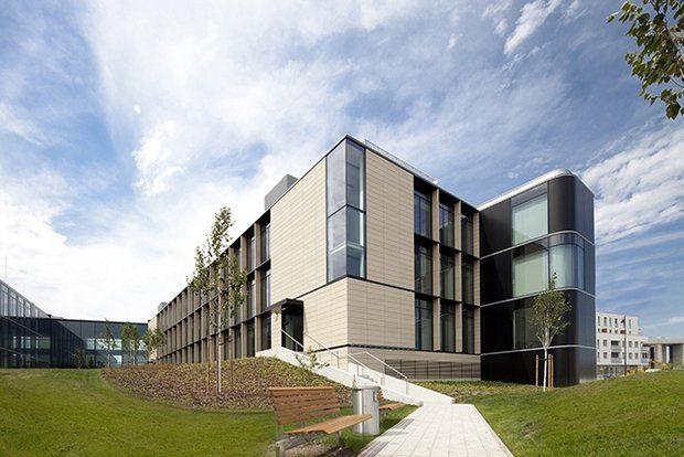 Nowa siedziba firmy Asseco Poland znajduje się w kompleksie Wilanów Office Park. Firma zajmuje się produkcją i rozwojem oprogramowania komputerowego. Siedzibę formy zaprojektowali architekci z pracowni Hermanowicz Rewski Architekci.