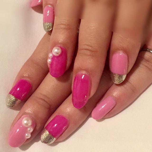 . . new nail 💅❤︎❤︎❤︎ 今回も安定のセルフネイル〜💞 . お酒飲んだあとに写真撮ったから 手が浮腫んでパンパン😂😂(笑) . . #newnail #nail #nail💅  #nailstagram #pink #pnk #perl #mirrornail #french #ピンクネイル #春ネイル #ミラーネイル #フレンチ #フレンチネイル #ネイル #セルフネイル #ジェルネイル #自爪 #自爪ネイル #自己満