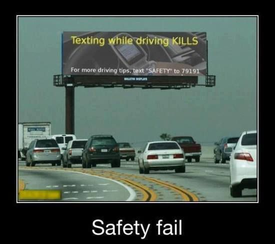 Funny Texting Driving Sign Fail Picture   Funny Joke Pictures
