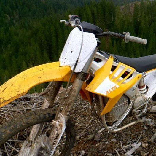 Who's ridden an electric bike? What are your thoughts? Check out Dawn's review of the Alta!  Click the link in our profile or http://ift.tt/2hjOYaL  #womanadvriders #daretoexplore #alta #altamotorcycles #electricbikes #dirtbike