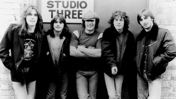 Angus Young AC DC 1980s | ... ac dc 1980 mit cliff williams malcolm young brian johnson angus young