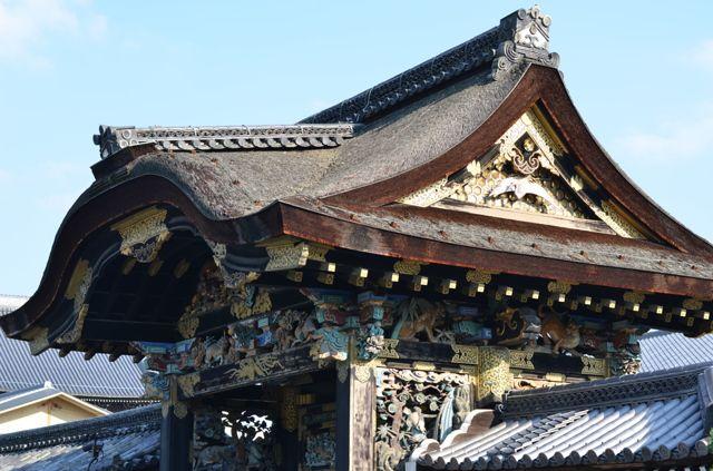 NIKON(ニコン)のカメラ NIKON D7000で撮影した建物(唐門 内(西本願寺))の写真(画像)