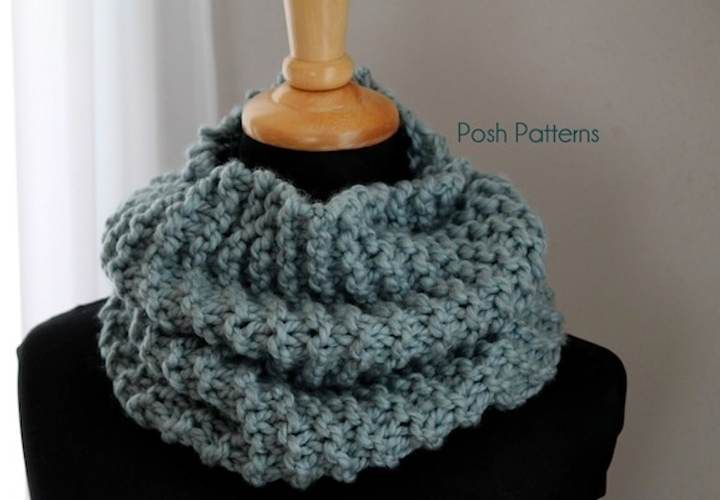 This easy cowl free knitting pattern is a great beginner project, and suitable for men, women, and kids.