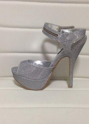Nové stříbrné sandály na podpatku 2