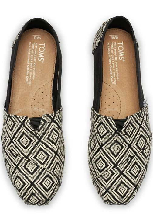 A bold geometric weave marks this cool take on the Classic. UGH DAD THESE WERE THE ONES I REALLY WANTED!!!