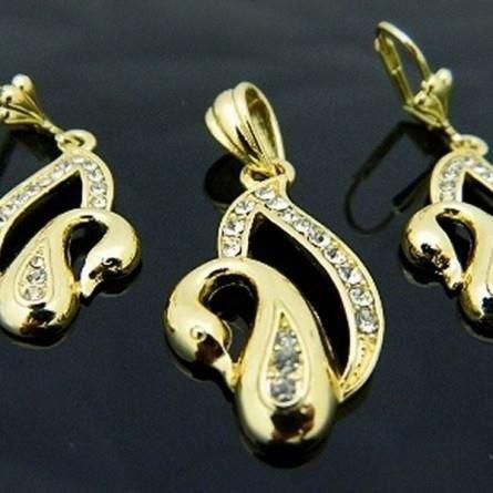Co powiecie na te delikatne złote łabędzie? Nam bardzo przypadły do gustu:)  http://sklepmarcodiamanti.pl/produkt/zw-18-k-zloty-komplet-k171/