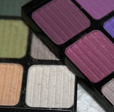 Make your OWN eyeshadow - I want to try this.