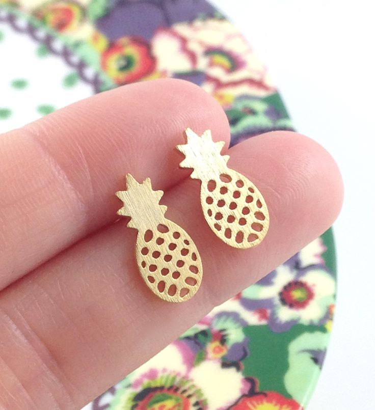 Be+a+pineapple+princess+with+these+adorable+pineapple+studded+earrings.+Makes+everyday+feel+like+summer!  Available+in+gold.  See+something+else+you+like? Shipping+is+only+50+cents+for+each+additional+item+going+to+the+US+or+Canada,+$1.00+for+everywhere+else!