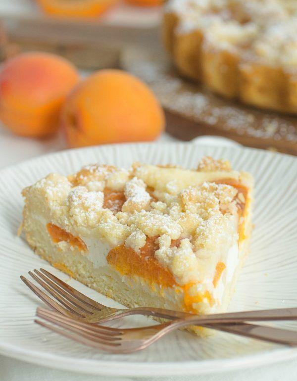 Sommerlich leichte Aprikosentarte mit Skyr und Streuseln - das perfekte Rezept für einen tollen und einfachen Sommerkuchen