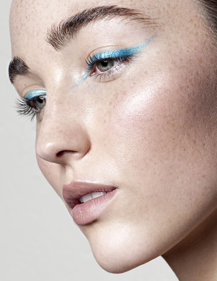 How to get the best lashes of your life.  Beautiful eyes are at their best when surrounded by fluttery lush lashes. Here's how to make that dream a reality.    My eyelashes are long and they curl up in a super pretty fashion which is awesome. They're blonde however which is not awesome at all.  #makeup #mascara #eyelashes #beauty