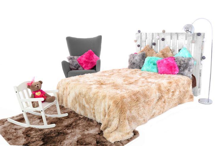OMBRE béžové chlpaté deky na posteľ