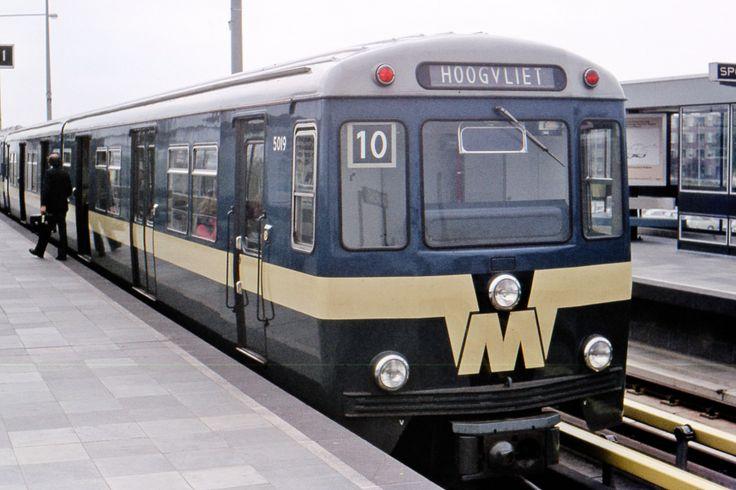 Metro RET 5019 op station Hoogvliet 1977 #rotterdam #past #subway