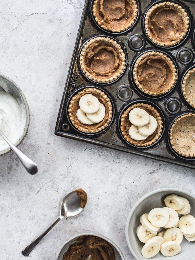 ... banoffee pie tartlets (vegan, gf & no refined sugar) ...