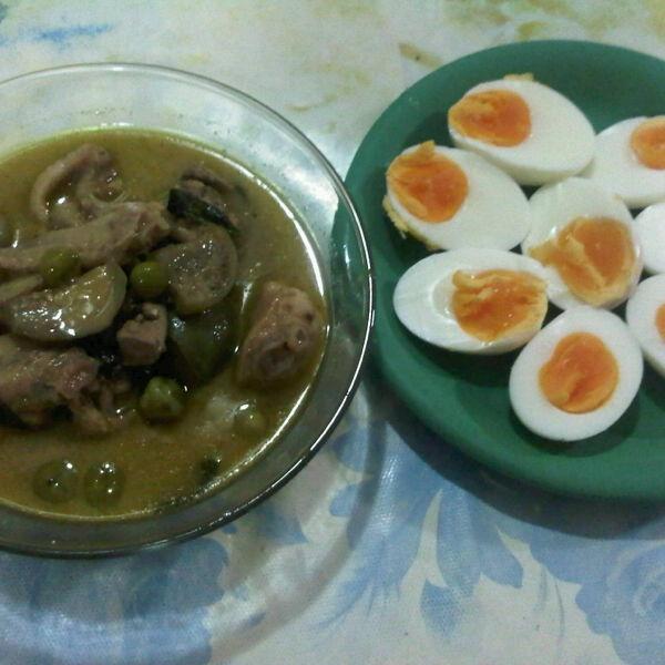 แกงเขียวหวานไก่ - ไข่ต้ม