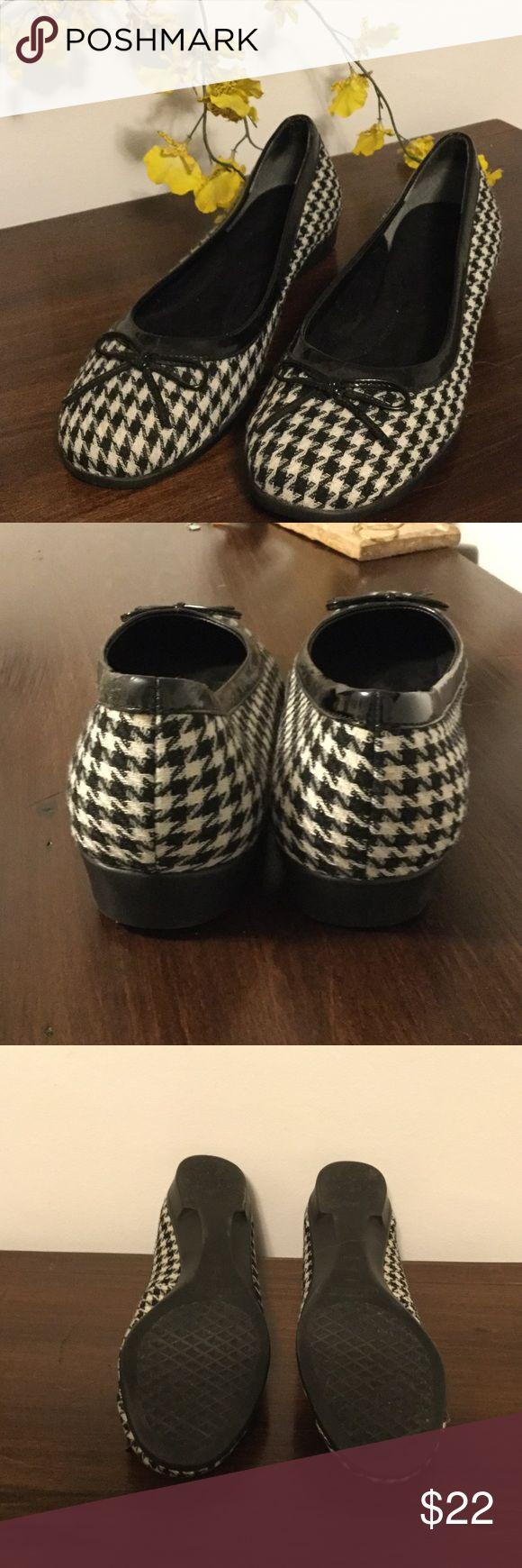 Aerosoles Herringbone Black & White Flats Aerosoles Herringbone Black & White Flats. Gently worn. AEROSOLES Shoes Flats & Loafers