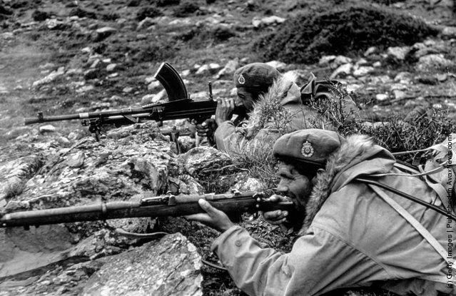 Greek government commandos near Karpenisi, equipped with British berets and American fur-trimmed jackets. (Photo by Bert Hardy/Picture Post/Getty Images). 22nd May 1948