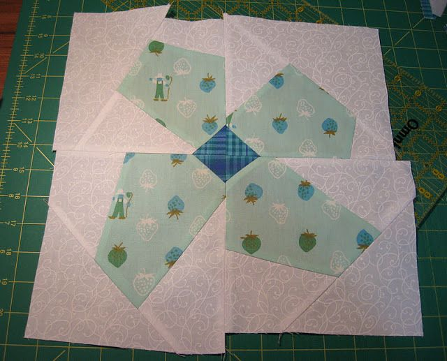 520 best quilts images on Pinterest | Sunbonnet sue, Quilt blocks ... : quilting and sewing blogs - Adamdwight.com