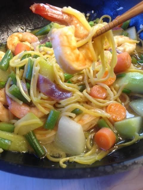 How to make Pancit Canton, Chinese Noodles Stir Fried with Shrimps and Vegetables