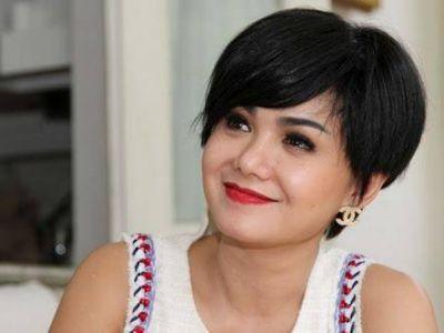 aktris tua cantik Yuni Shara