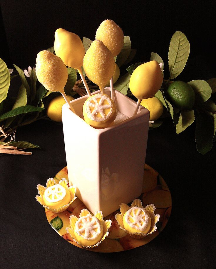 Cake Pops, Lemon Centerpiece