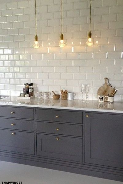 We heart this dark grey kitchen with white marble - perfect with the brass pendants and door pulls.