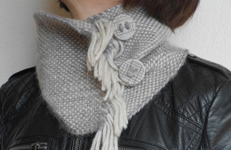 Sciarpa scalda collo tessitura a mano in lana, alpaca e bamboo grigio chiaro e glicine di LeDueTerreeDintorni su Etsy