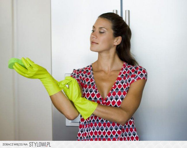 Tanie sprzątanie 1. Okna. Umyjesz je gorącą wodą z oct… na Stylowi.pl