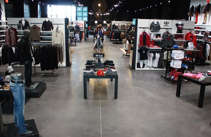 Plus de 800 m² de grandes marques avec 4 univers: Homme, Femme, Chaussures, Accessoires. Votre Blackstore Kergaradec fait face au Leclerc Gouesnou et il est à 2 pas de la voie express Brest/Morlaix