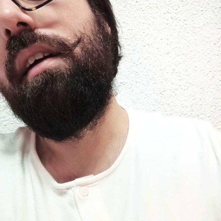 Quién dice que los barbudos no podemos tener bigote? Y más si es por una buena causa como #Movember! He subido al blog un artículo con ideas para ayudar a las enfermedades masculinas. Aún estamos a tiempo de poner nuestro granito de arena!  Con @lorealmen @loreal_es @wahlspain @carolihealthclub @malditosbastardosbarberia @hendricksgin_es @movember #beard #moustache #bigote #barba