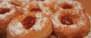 Koblihy s meruňkovou marmeládou