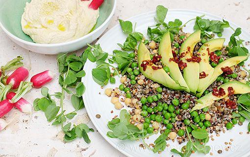 Nové+super+zdravé+saláty.+Tentokrát+s+hráškem+i+hráškovými+lístky+a+avokádem