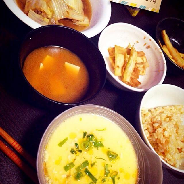 ・白菜と豚肉の生姜煮 ・中華風茶碗蒸し ・ブロッコリーの茎の…なんか(笑) ・中華風味噌汁  中華風茶碗蒸しはお気に入りです´◡` - 24件のもぐもぐ - 昨日の晩ごはん by iwatabcat