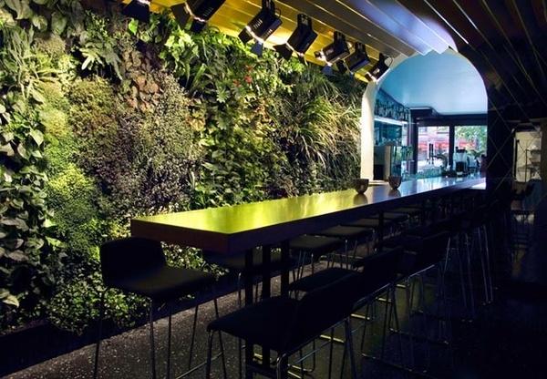 restaurant vertical-gardens
