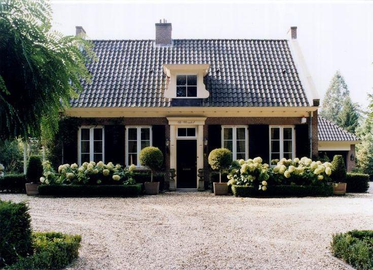 Is dit uw droomvilla? Dan zijn wij van www.atelier3.nl uw architect! Villa's & landhuizen | Ontwerp & begeleiding | 500 woningen in diverse stijlen. Laat u nog meer inspireren op onze website en ontdek waarom juist Atelier3 uw geschikte partij is! #atelier3 #architectuur #villa #landhuis #landelijk #lifestyle