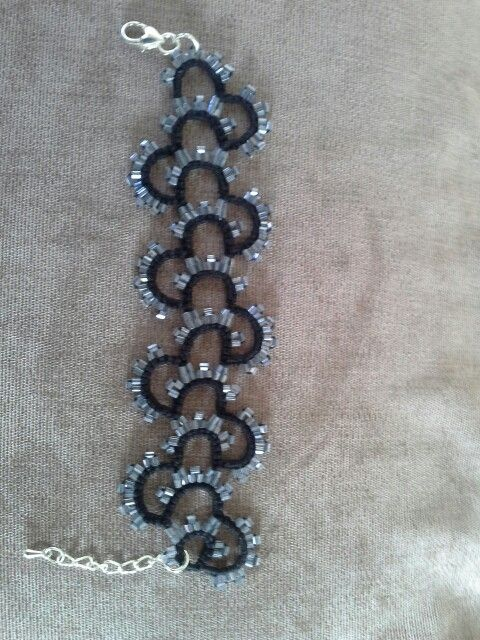 Tatted beaded bracelet
