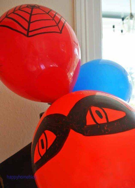 Deko für den Superhelden Geburtstag happyhomeblog Spiderman Batman Luftballon