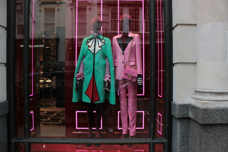 GUCCI – strretcatwalk  window display, visual merchandising, fashion
