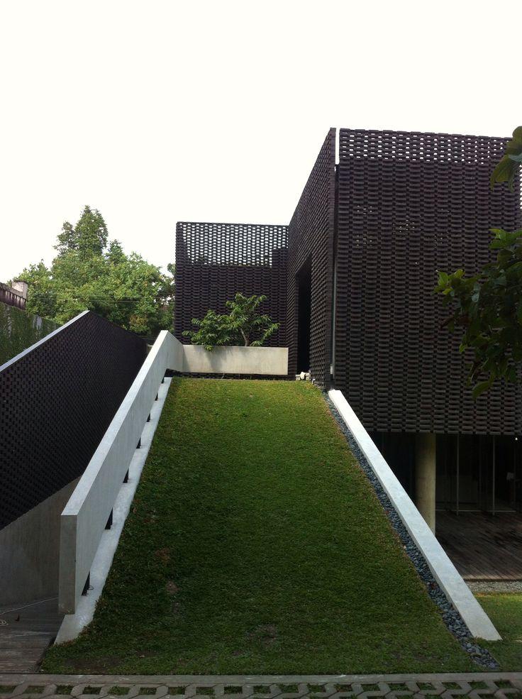 AS house, jogjakarta architect: andramatin