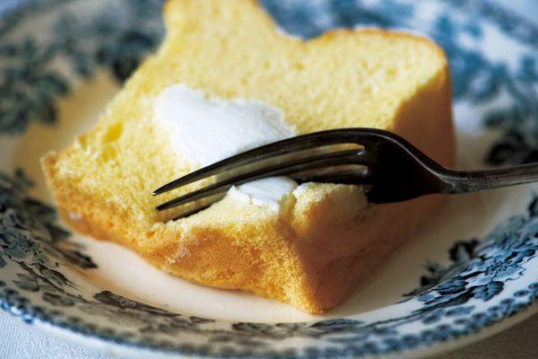 ふんわりシフォンケーキの中に、とろとろクリームが入った「生シフォン」。ひと口食べたら夢中になります!