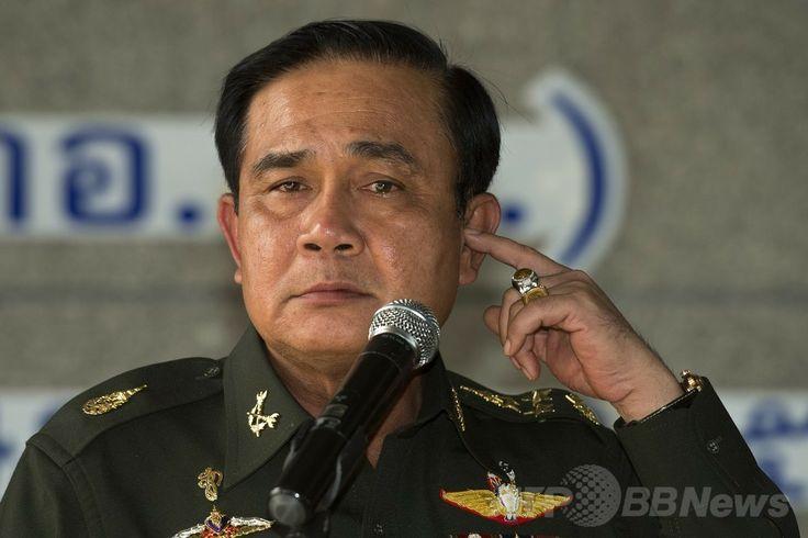 タイの首都バンコク(Bangkok)の陸軍クラブで記者会見するプラユット・チャンオチャ(Prayut Chan-O-Cha)陸軍司令官(2014年5月20日撮影)。(c)AFP/PORNCHAI KITTIWONGSAKUL ▼21May2014AFP|タイ軍、対立両陣営を集めて協議 混乱打開に向け http://www.afpbb.com/articles/-/3015552 #Prayut_Chan_O_Cha #Prayuth_Chan_ocha